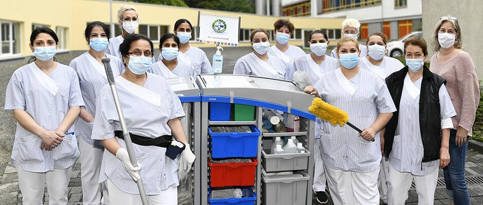 Mitarbeiter des HUKW-Reinigungsteams unter der Leitung von Stephanie Klein